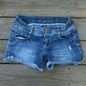🚺Size 9 Amethyst Cut Off Jean Shorts